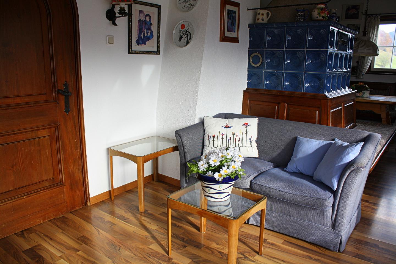 Sofa dans la salle de sejour haus sonneck bartholom berg for La salle de sejour